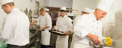 Restoranu Pizzeriji Dragulj potrebni pomocni radnici u kuhinji